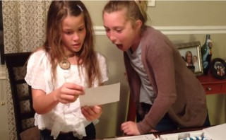 Big Sisters: this baby announcement reaction is a must see !