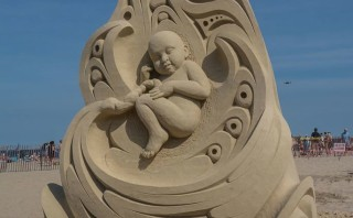 """Life"" wins first place in sand sculpture contest"